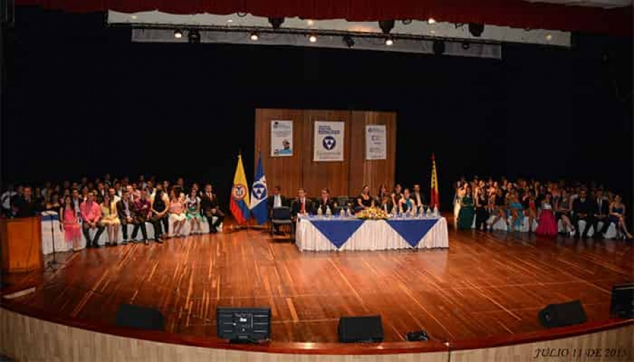Ceremonia de grado en auditorio